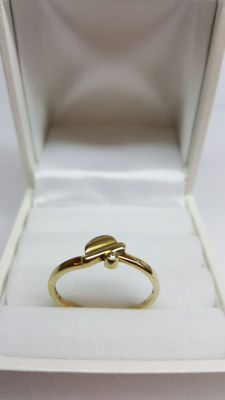 14 kt yellow gold ring set with diamond, size: 18.5