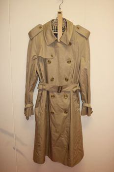 Burberry's – Trenchcoat