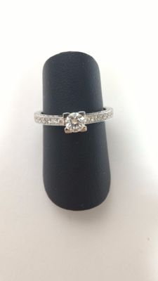 Ring in 18 kt white gold and diamonds, size 15 / 55