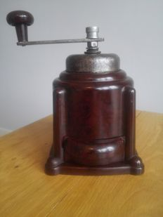 Bakelite, intact and working coffee grinder