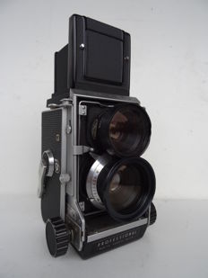 Mamiya C3 twin lens 6x6 – RARE : Mamiya Sekor wide angle lens 3.5/65mm with its case + Porroflex sports viewfinder + Mamiya flash support