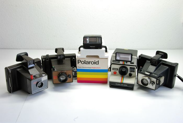 Polaroid 1000 met polatronic 1  USA 1977.  EE 33 UK 1976. Colorpack USA 1973 . Zip USA 1960. Polatronic 5 Japan 1977.