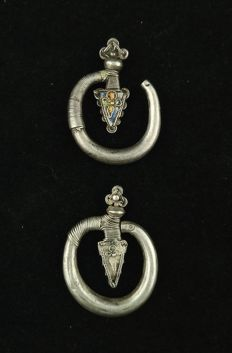 Vintage handmade silver earrings – Golden Triangle (Yao), from the early 20th century