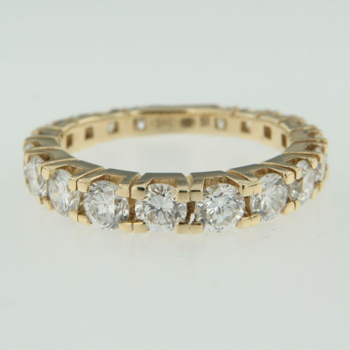 18 kt Gold ring set with 19 diamonds, approx. 2.2 ct in total, size 54