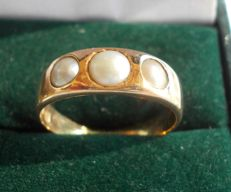 Early 20th century 3 stone Pearl ring in 18ct yellow gold