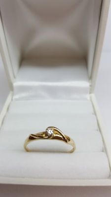 14 kt yellow gold women's ring set with diamond, ring size 17.5