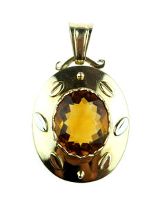 Large 14 kt yellow gold pendant set with faceted cut citrine