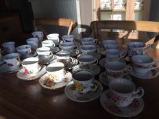 48 pieces of English porcelain - 21 China cups and saucers and 3 ceramic cups and saucers