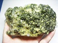 Beautiful quartz cluster with epidote and calcite. - 15x8,5x6 cm. - 900 gr