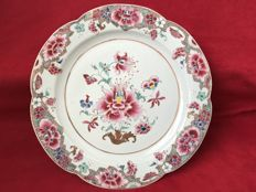 Large Famille rose floral charger - China - ca. 1730-40 (Yongzheng period - early Qianlong period)