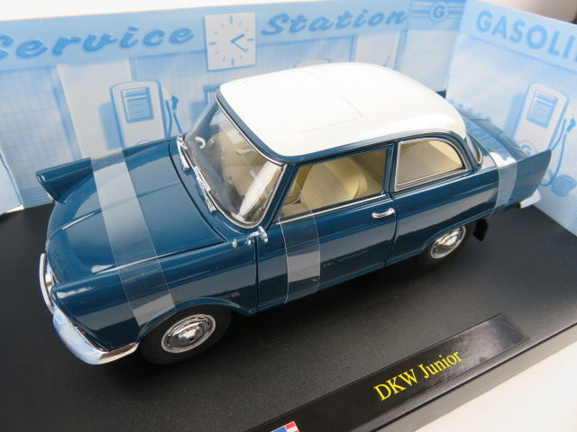 Revell - Scale 1/18 - DKW Junior - Blue with white roof