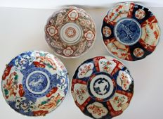 Collection of four Imari porcelain plates - Japan - Late 19th century