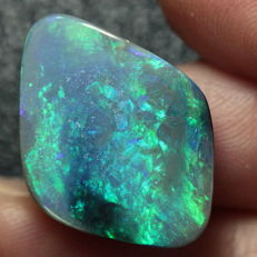 Australian Lightning Ridge Natural BLACK OPAL stone - 22.2 x 16.4 x 4.9mm - 10.08 ct