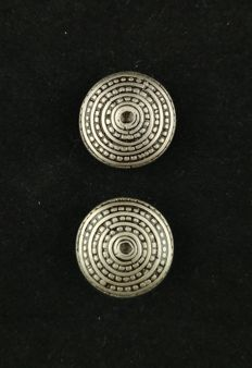Vintage stretching earrings handmade in silver – from the mountain tribes of the golden triangle (SE Asia) – early 20th century