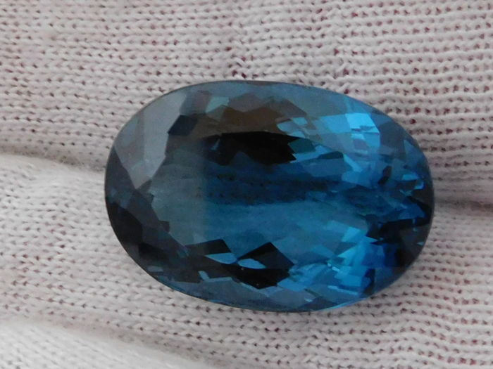 London Blue Topaz - 28.33 ct