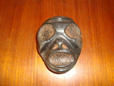 Taino Greater Antilles - Death mask - (ref 327) - Anthropomorphic sculpture - carved, chiselled and polished black stone (basalt) - Length: 109 mm, width: 8.7 mm, thickness: 29 mm, weight: 510 g