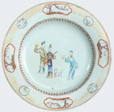 Famille rose plate decorated with Chinese ladies - China - ca. 1760 ( Qianlong period )