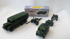 Dinky (Super)Toys - Scals 1/48 - Lot with 25-Pounder Field Gun No.686, Trailer for 25-Pounder Field Gun 687, Field Artillery Tractor No.688, Medium Artillery Tractor No.689 and 5.5 Medium Gun No.692