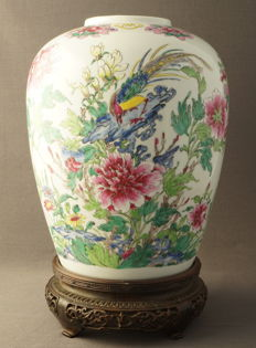 Large famille rose vase with decoration of bird on rock - China - 2nd half 20th century