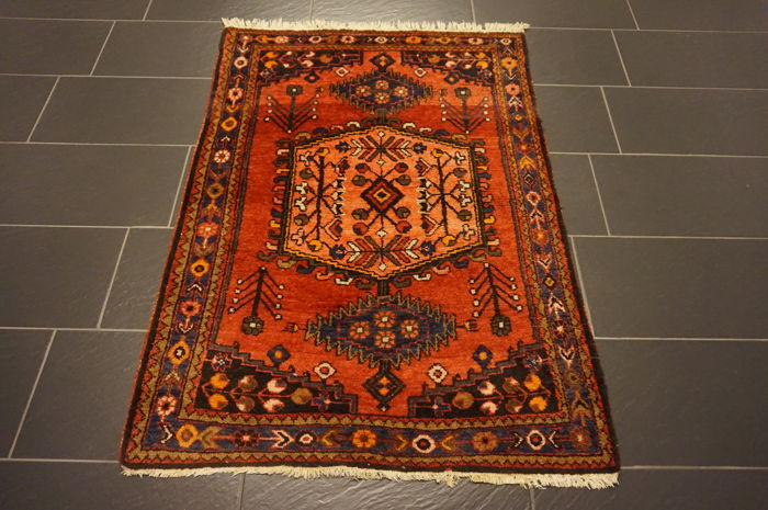 Persian carpet, Malayer Hamadan, 109 × 152 cm, natural dyes, made in Iran