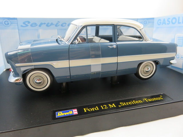 Revell -  Schaal 1/18 - Ford 12  'Streifen Taunus' - Blue with white roof and white horizontal stripe