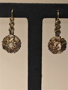 18 kt yellow gold earrings with Dutch and old cut diamonds - Total earrings weight: 0.95 ct