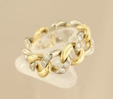 18 kt bi-colour gold link ring set with 24 brilliant cut diamonds of approx. 0.80 ct in total - ring size 18.5 (58)