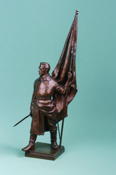Intact rare statue (German) bnner (fahne) CARRIER bronze alloy approximately 1905, with sword in hand, WILHELM GERSTEL (1879 - 1963)