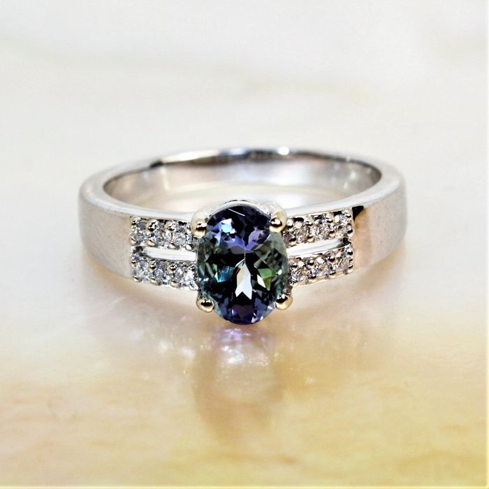 Beautiful 18 kt white gold ring with Tanzanite - 1.05 ct and diamonds of 0.13 ct
