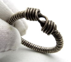 "Medieval Viking period Silver Twisted Ring with ""Knot"" Bezel - 20 mm"
