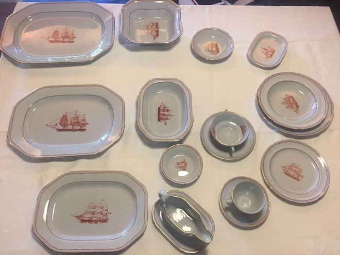 Spode Trade Winds, dinnerware set with gold border, 136 pieces