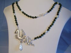 Necklace with jade/nephrite and white Akoya pearls