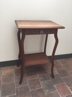 Elegant French hallway table with a drawer and floral decoration - ca. 1920 - France