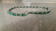 18-kt White-Gold Bracelet with Natural Emeralds and Round Brilliant-Cut Diamonds
