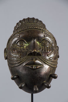 Modern commemorative head in Bronze - BINI EDO - Nigeria