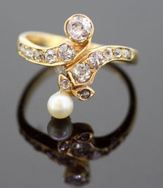 Yellow gold Art Nouveau ring with old cut Diamonds (0.50 ct. total) and pearl, French circa. 1880