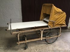Rare WW2 stretcher on wheels, complete - France