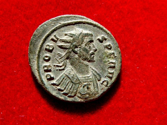 Roman Empire - Probus (276-282 A.D), bronze antoninianus (4,50 grs. 22 mm), Rome, 278/280 AD. ADVENTVS AVG. Emperor on horseback.