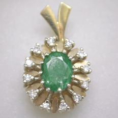 Yellow gold pendant 14kt with emerald and 12 brilliants