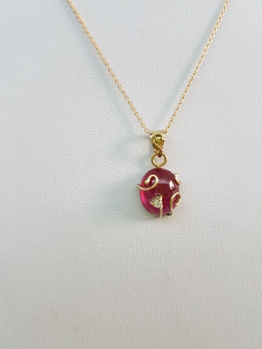 18 kt yellow gold necklace with ruby for 4.97 ct and diamonds for 0.03 ct. Made in Italy. Chain length: 45 cm
