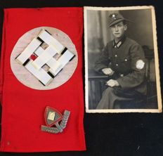 RAD / Reichs labour service , brassard, 1 cap badge, and photo of the wearer.
