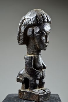 Small female figure - BAULE - Ivory Coast