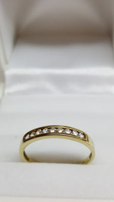 14 kt yellow gold ring set with zirconia stones, size 17.5