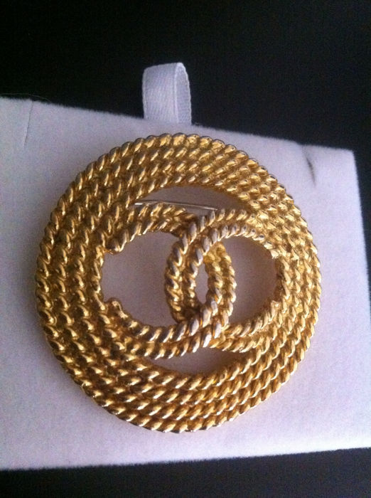Chanel CC broche