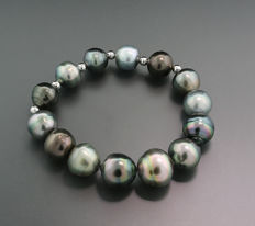 Tahitian pearl bracelet, multicolour Tahitian pearls progressing from 11 to 14.5 mm --- no reserve price