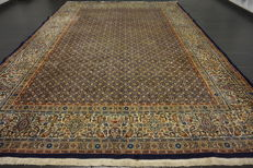 Beautiful handwoven Persian carpet -- Moud with silk -- 250 × 340 cm -- Made in Iran --  Medallion carpet --