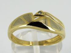 14 kt gold ring with ± 0.01 ct diamond – size 17 – 2.45 grams