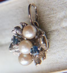 Vintage White gold  Pendant with blue natural Sapphires and sea/salty Japanese pearls of a good quality.