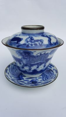 "Blue white ""bleu de hue"" covered bowl & platter - China - late 19th century"