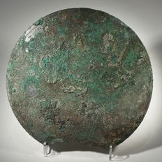 A mirror, beautiful green and blue patina, some parts of original mirror surface still visible - Diam. 17 cm.